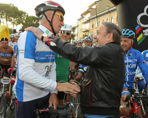 Moser e Colnago alla partenza