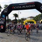 Il primo gruppo prende il via per la randonnée Giro del Lago di Garda (ph Play Full Nikon)