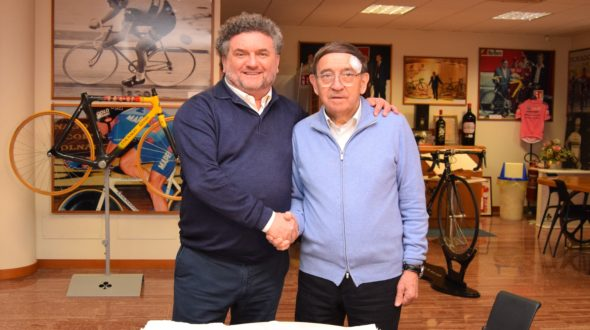 L'Assessore Alessandro Mattinzoli in visita all'azienda Colnago